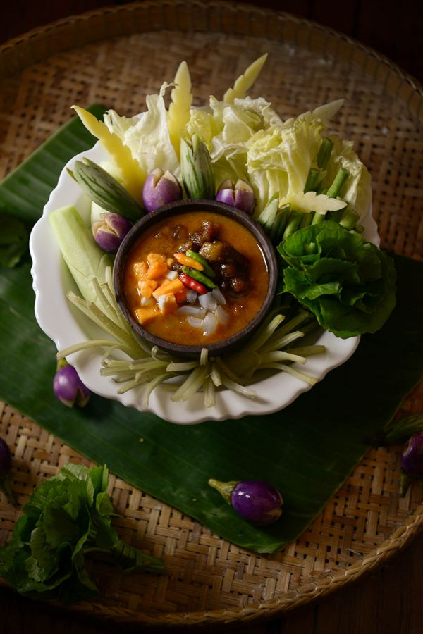 Ma Maison : Shrimp paste and salted eggs dip, served with caramelized pork and seasonal vegetables